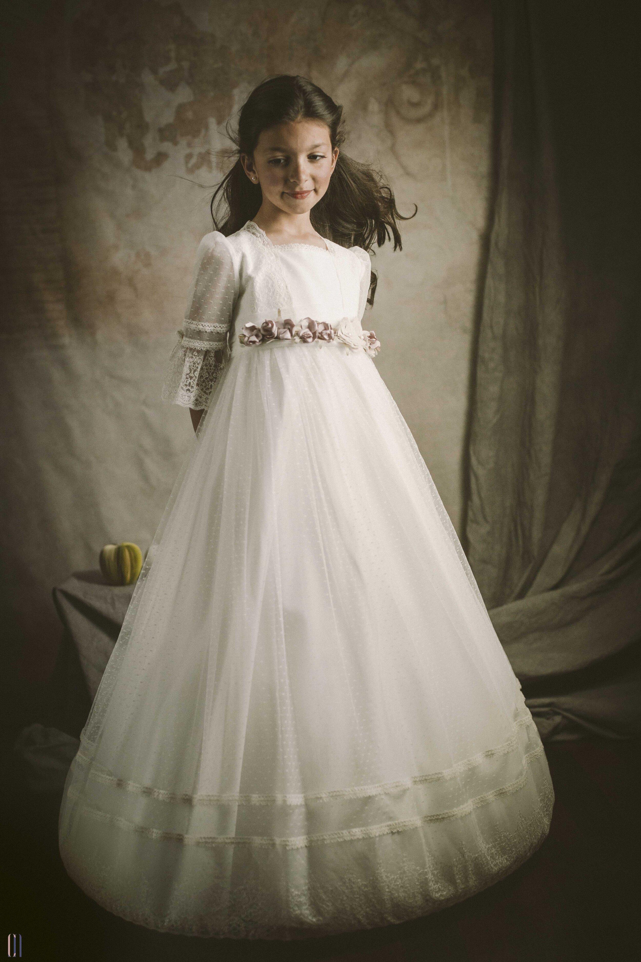alejandra vestida de comunion-1.jpg