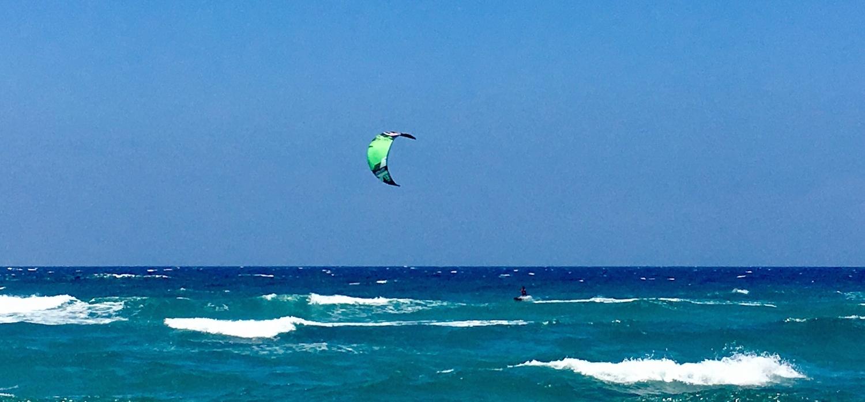 Kitesurfing in Valledoria, Sardinia.jpg