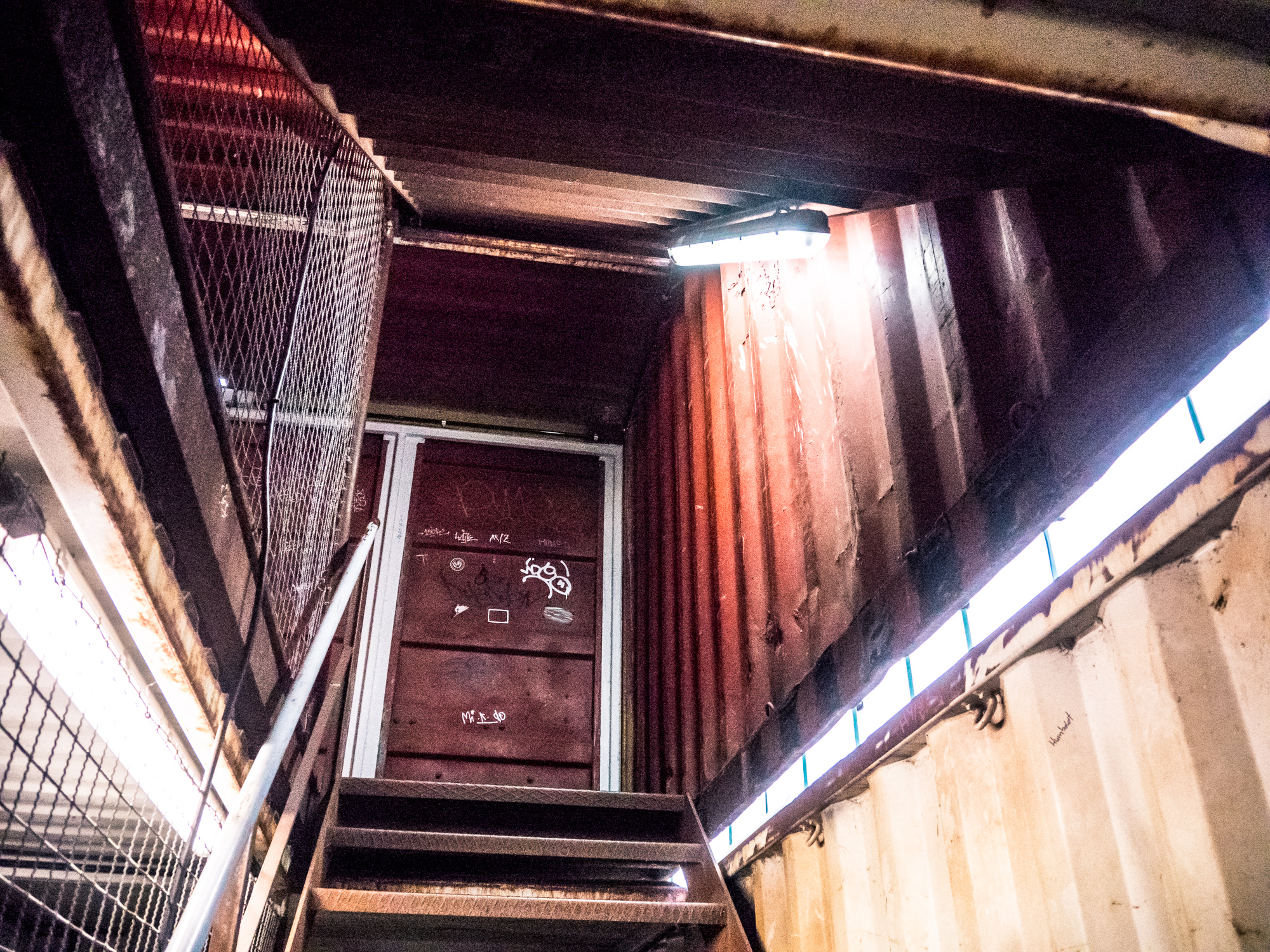 _1030451_container-inside.jpg
