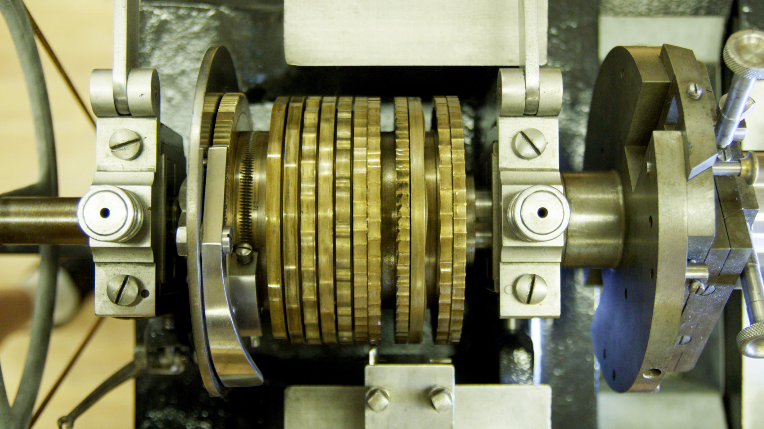 As Roland hand cranks the rose engine, the pattern of various rosés can be transferred to the watch dial.