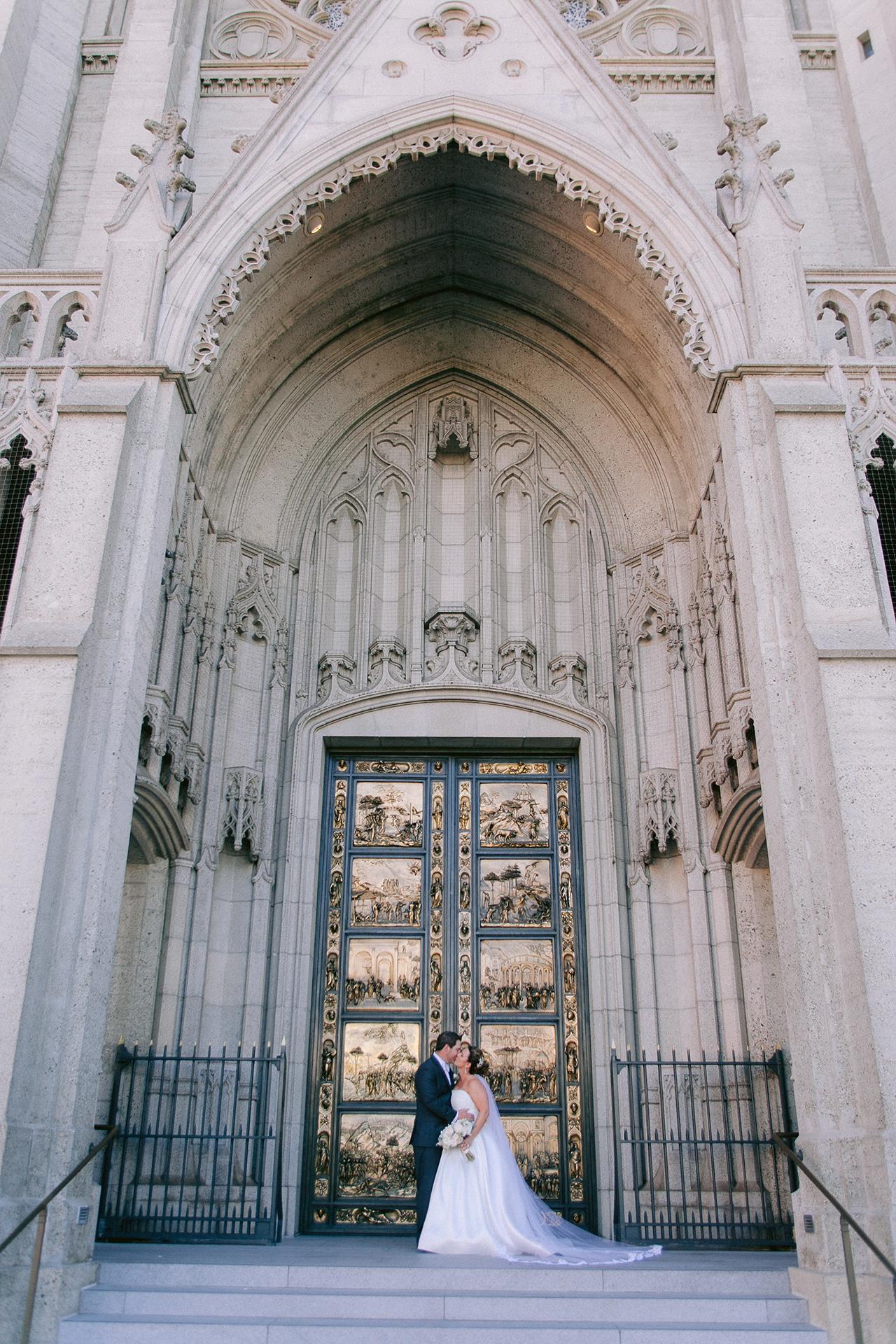 Grace_Cathedral_Tarra_Gallery_Wedding_016.jpg