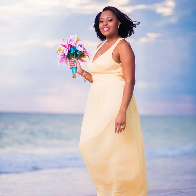 Who doesn't love the perfect wind  during wedding photos? Such a Beyonce hair moment here 😍 #weddingcoordinator . . #gainesvillefl #maidofhonor #gainesvillemakeupartist #gainesvillehairstylist #gogators #gainesvilleweddingphotographer #universityofflorida🐊 #weddingplanning #weddingwire  #ufalumni #dreamwedding #weddingbudget #bniresults #jacksonvillefl #ufhealth #theknot #bestwedding #ocalaflorida #jacksonvillefl #floridabride #bridetobe #gainesvilleweddings #weddingring #wedding2018 #2019wedding #bridalshower