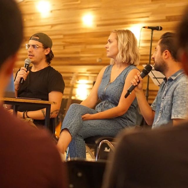 Part of the Confluence mission is to strengthen existing churches and train/equip leaders as we share relationships, core values, and leadership. Jordan and Lissy Dillon, part of a Confluence church in the Midwest, recently spent time with our #confluencefamily at @fuentemx in Guadalajara, MX. There they met with the youth, hosted worship workshops, and shared what God has placed on their hearts about worship and revival. #confluencechurches #togetherformission #confluenceworship #fuentemx