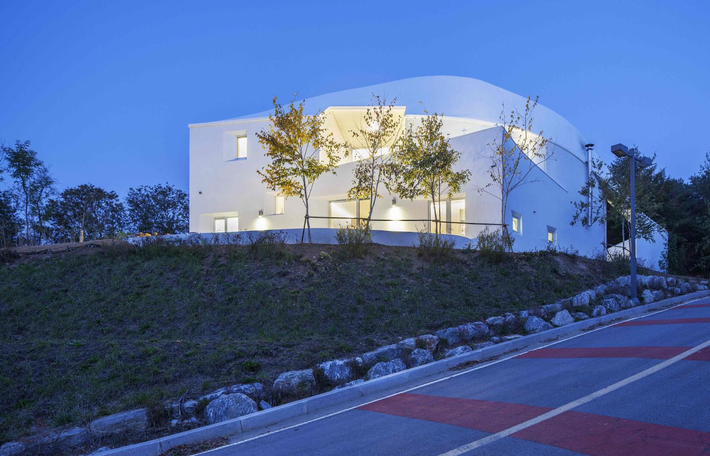 002 Curvilinear House -56.jpg