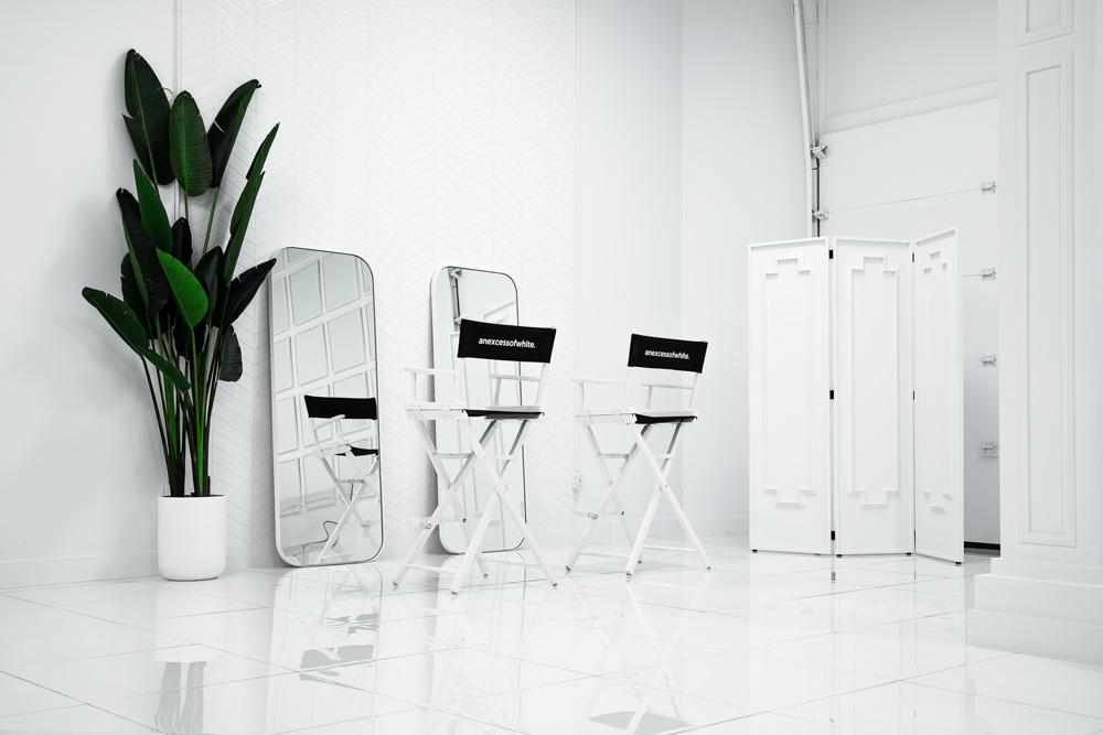 small-anexcessofwhite-photo4-white-studio-montreal-photo-atelier.jpg
