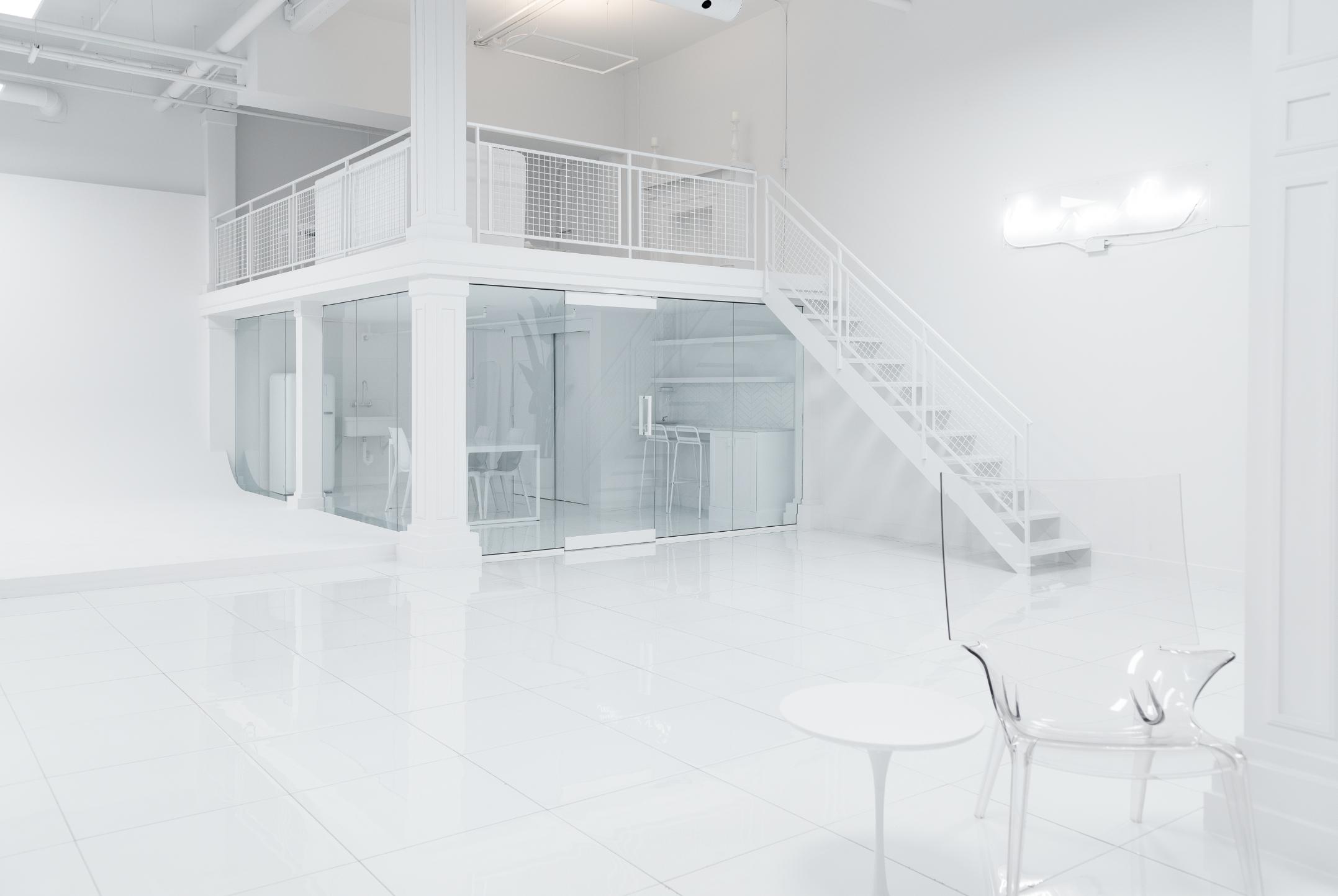 studio-photo-anexcessofwhite-tout-blanc-mezanine.png