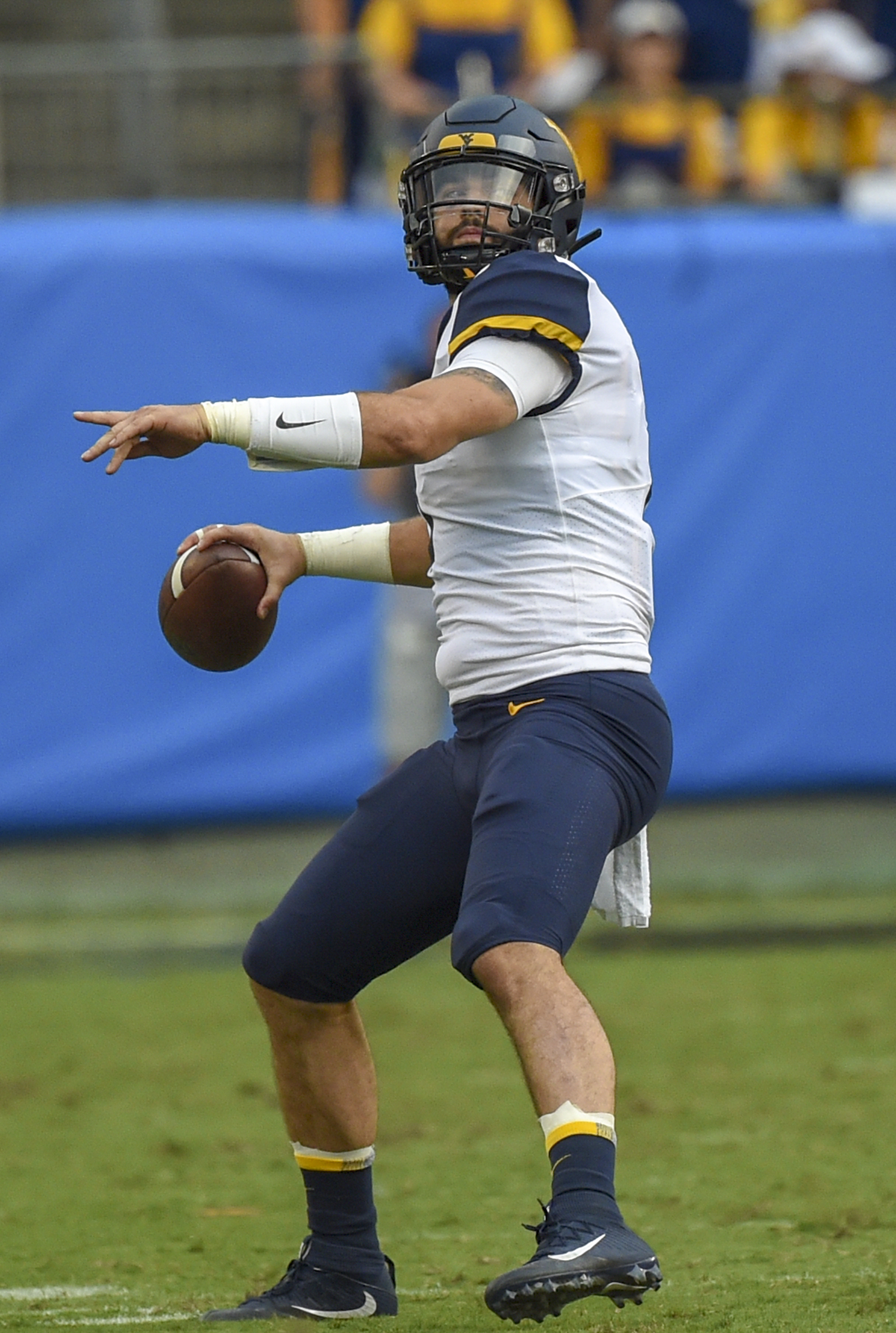 will-grier3-vs tennessee (by dale sparks).jpg