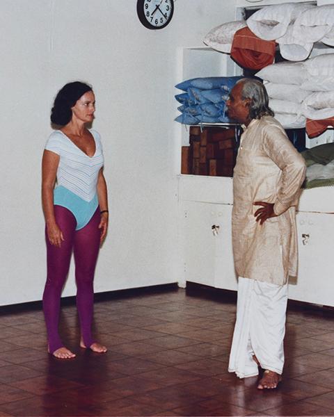 "Sandi listening ""attentively"" to Mr. Iyengar's critique"