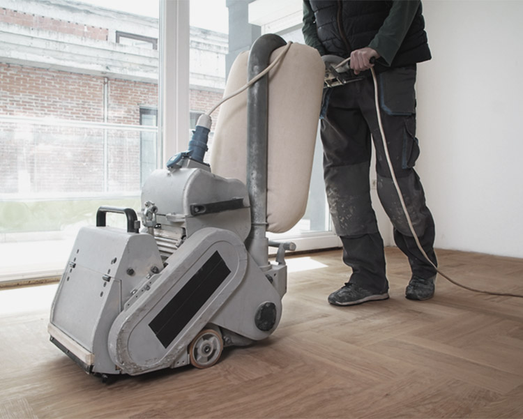Sanding parquet with the grinding machine. Polishing, repair in