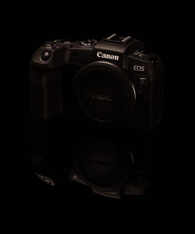 Da har man vært så heldig å fått en Canon EOS RP i hus. Gleder meg veldig til å få prøvd hva denne speilløse tekologien har å by på. Og hvordan vil denne klare seg mot de standhaftige speilrefleksene.   #bardalphoto #canonrp #canon #canoneosrp #canonnordic #mirrorless #camera #mirrorlesscamera #newcamera #canonphotography #letsshoot