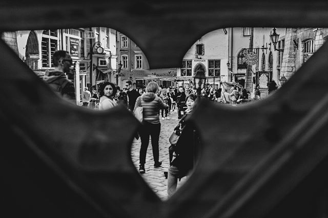 Street photography  #streetphotography #Tallinn #oldtown #hansa #streetart #blackandwhite #bw #peoplewatching #visittallinn #visitestonia #estonia #oldhansa #instablackandwhite #touristattractions #travelphotography #bardalphoto