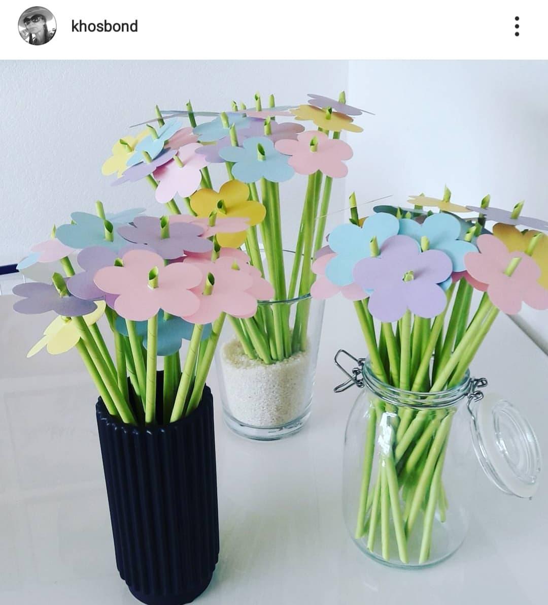 Kender du en sød konfirmand eller måske et have menneske der fylder år? Så er dette den perfekte sangskjuler - blomster. Endnu en idé der er hurtig, nem og ligetil. Print din sang ud på grønt papir, rul og klip din blomst ud, lav hul i midten og sæt den ned over. bum!
