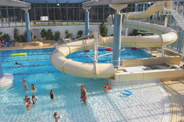 Køge svømmeland. - Ta' hele familien med til en sjov, våd og hyggelig dag i Køge svømmeland.