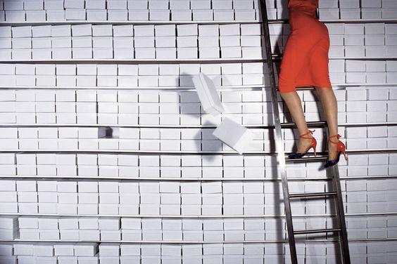Que le choses soient claires : je ne suis pas si organisée.  Photo par Guy Bourdin, 1977