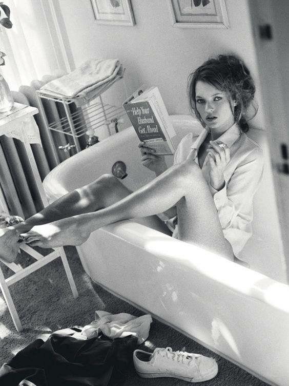 Kate Moss - encore - pour le Vogue italien de décembre 95, par Sante d'Orazio