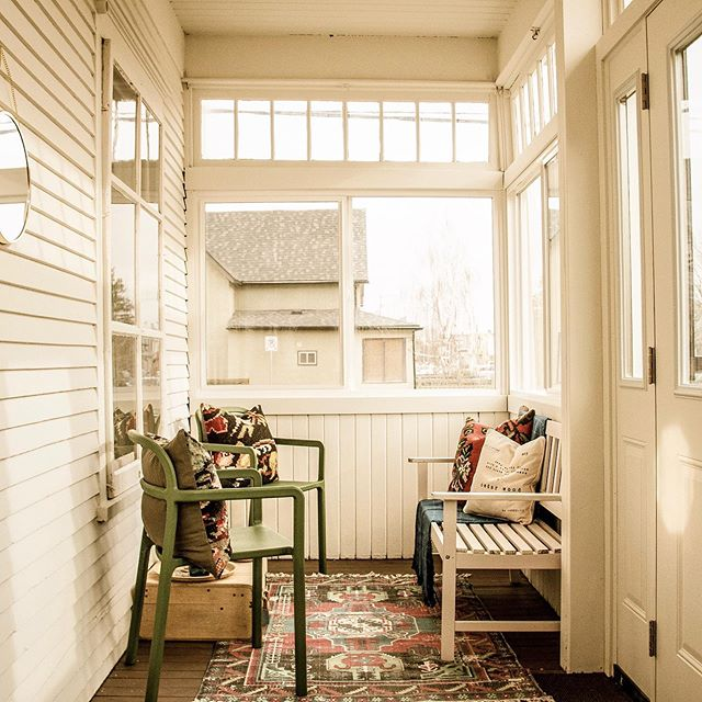 #tbt to this beautiful porch in the #townsendhousesk. It's weather like this that's perfect for a sunny porch to curl up with a blanket in and drink ☕️ all the damn day!!!
