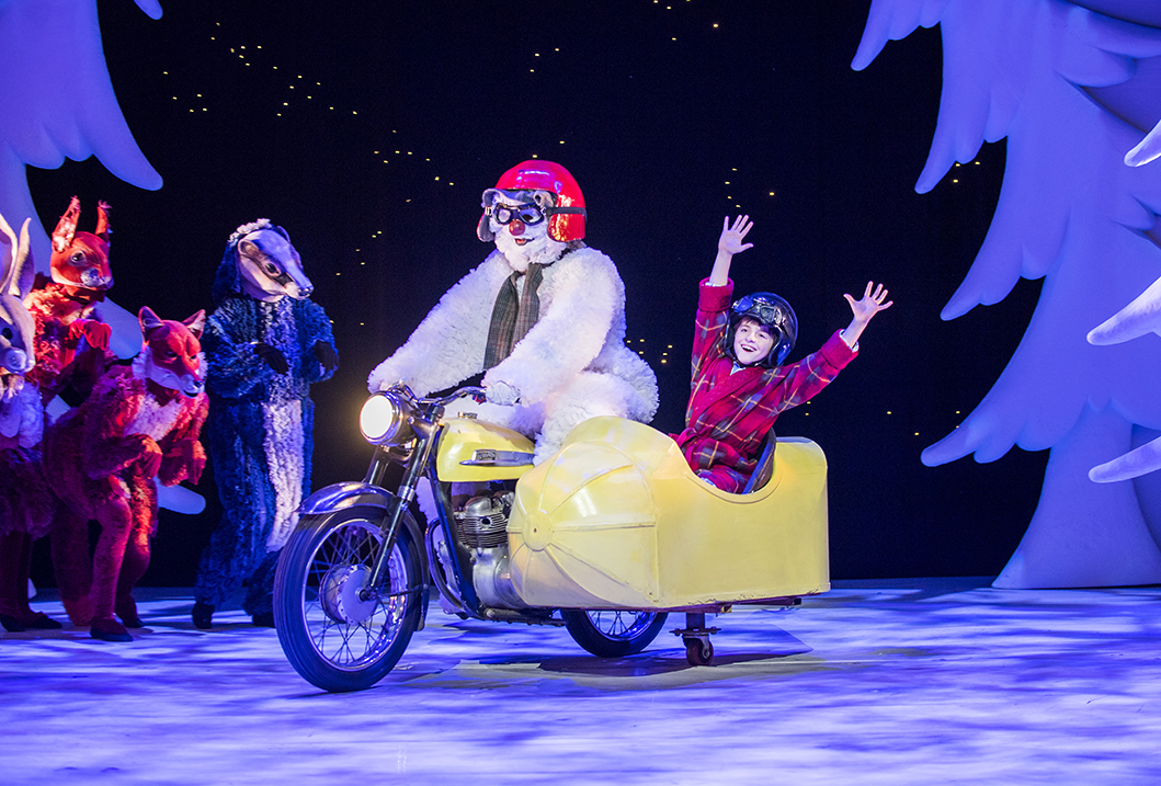 Birmingham Repertory Theatre_The Snowman_Credit Tristram Kenton_3.jpg