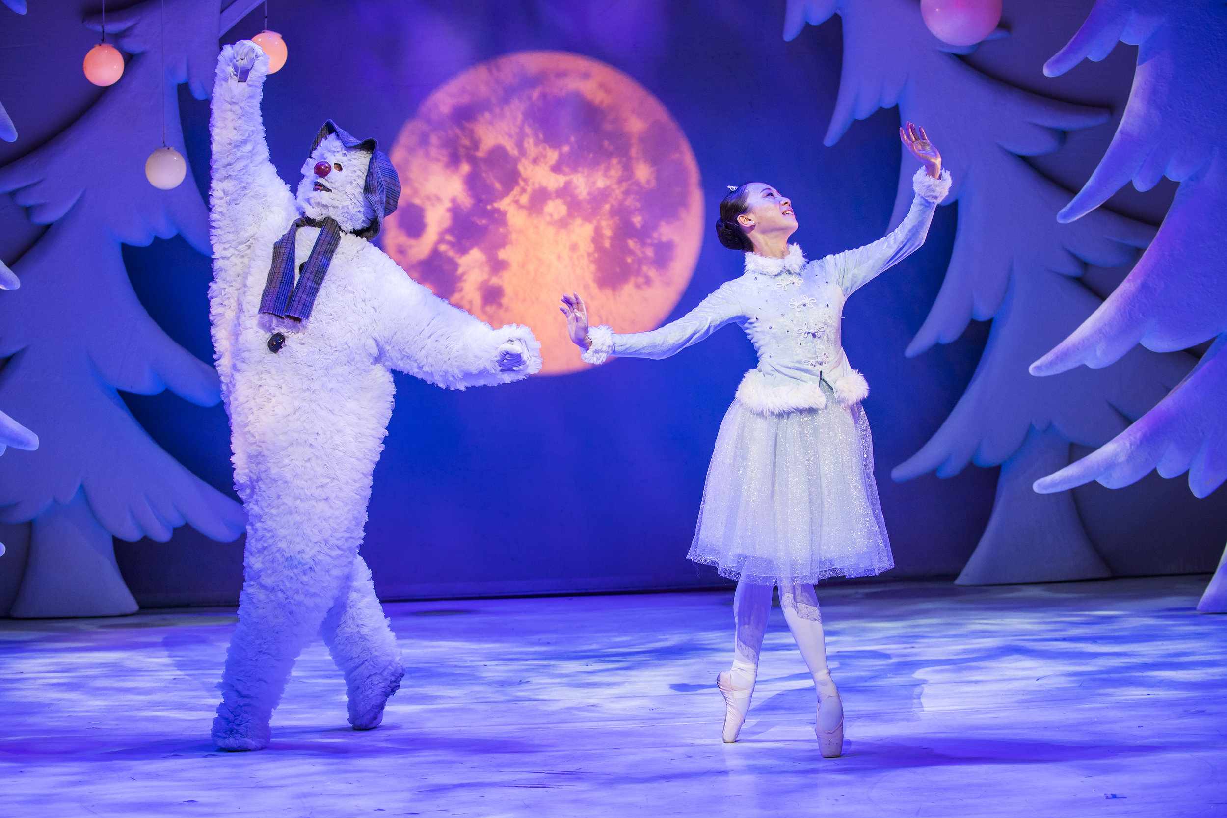 Birmingham Repertory Theatre_The Snowman_Credit Tristram Kenton_5.jpg