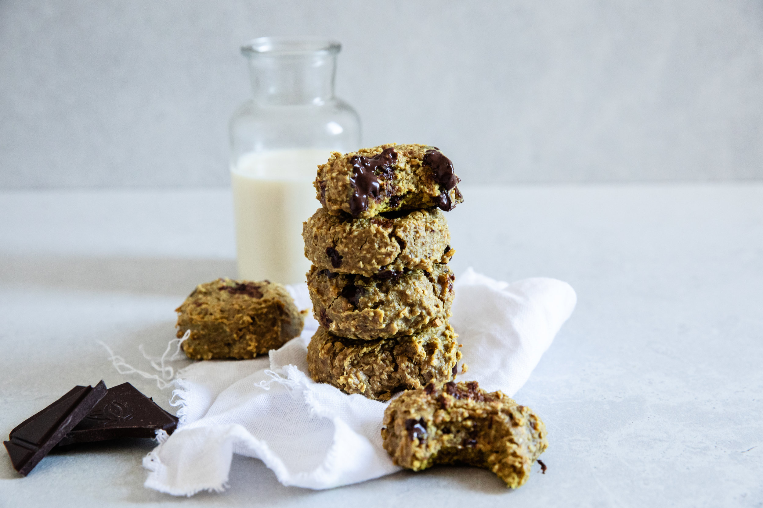 Delicious bites of protein to enjoy as a filling snack - prep time 5-10 mins total time 20-25 mins makes 6 cookies