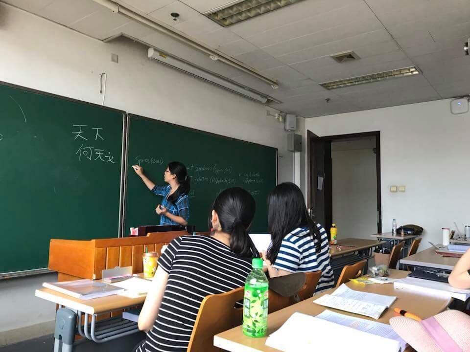 Teaching an LPS-SA301 seminar at the LSE-PKU Summer School in Beijing.