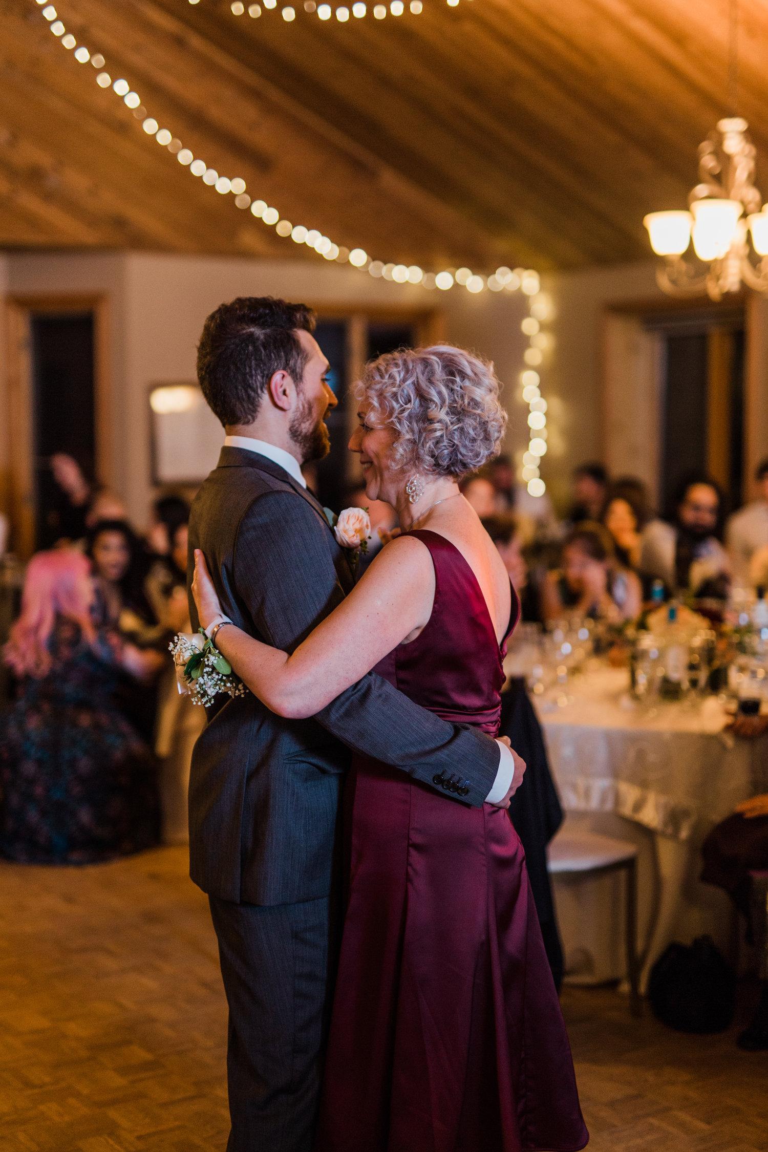 Amir-Golbazi-Danielle-Giroux-Photography_Toronto-Wedding_Cedarwood_Rachel-Paul_700.jpg
