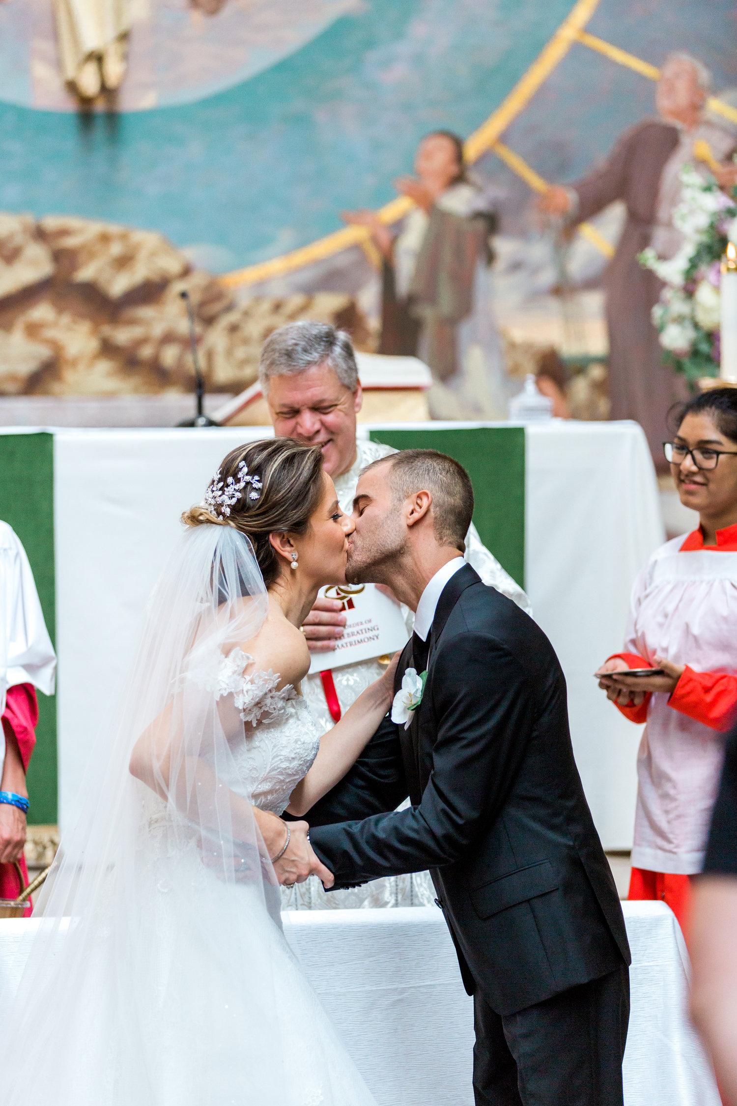 Danielle-Giroux-Amir-Golbazi-Toronto-Wedding-Photographer-Bellvue-Manor_DeLuca_1-409.jpg