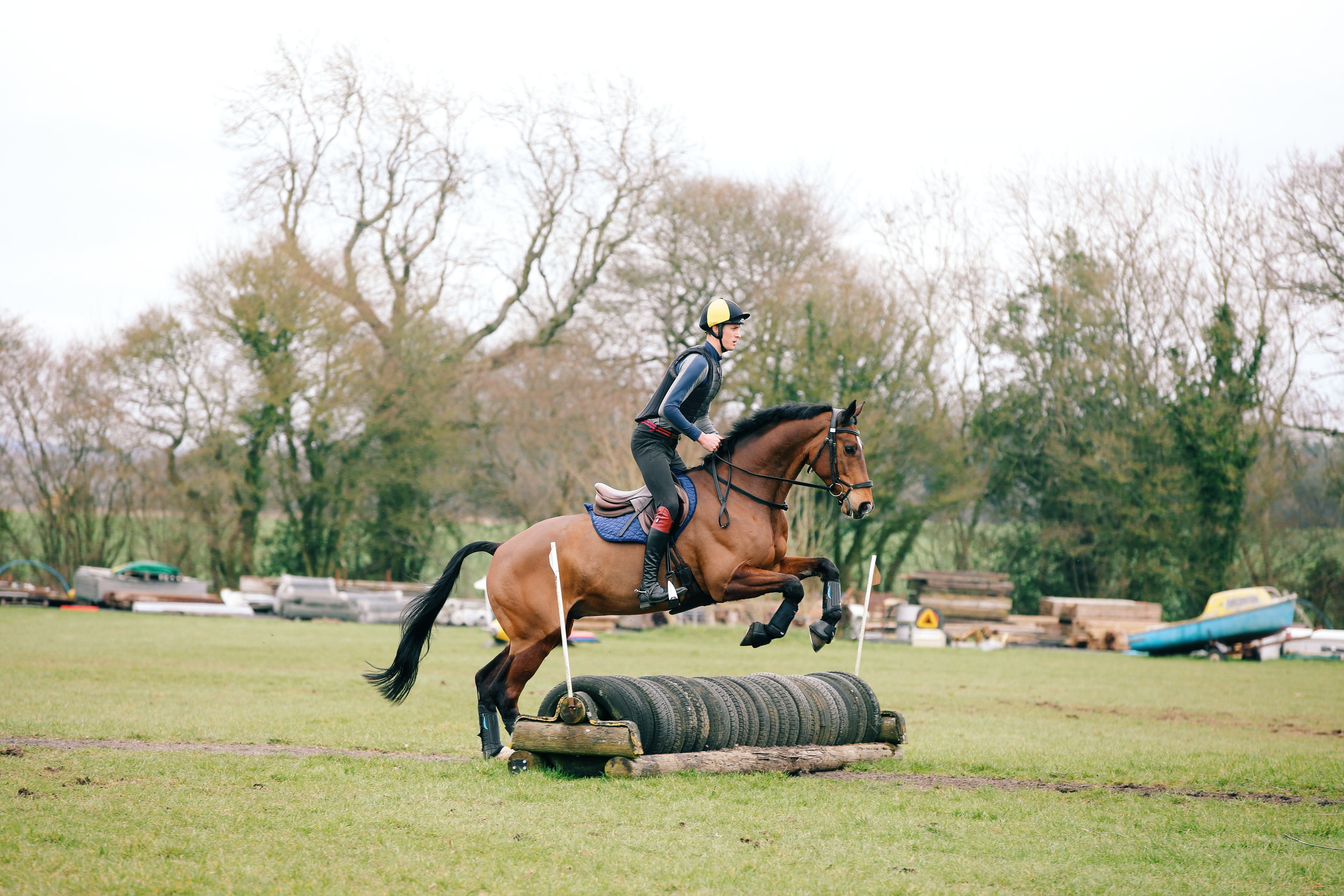 RIDING XC FENCES ON UNDULATING GROUND -