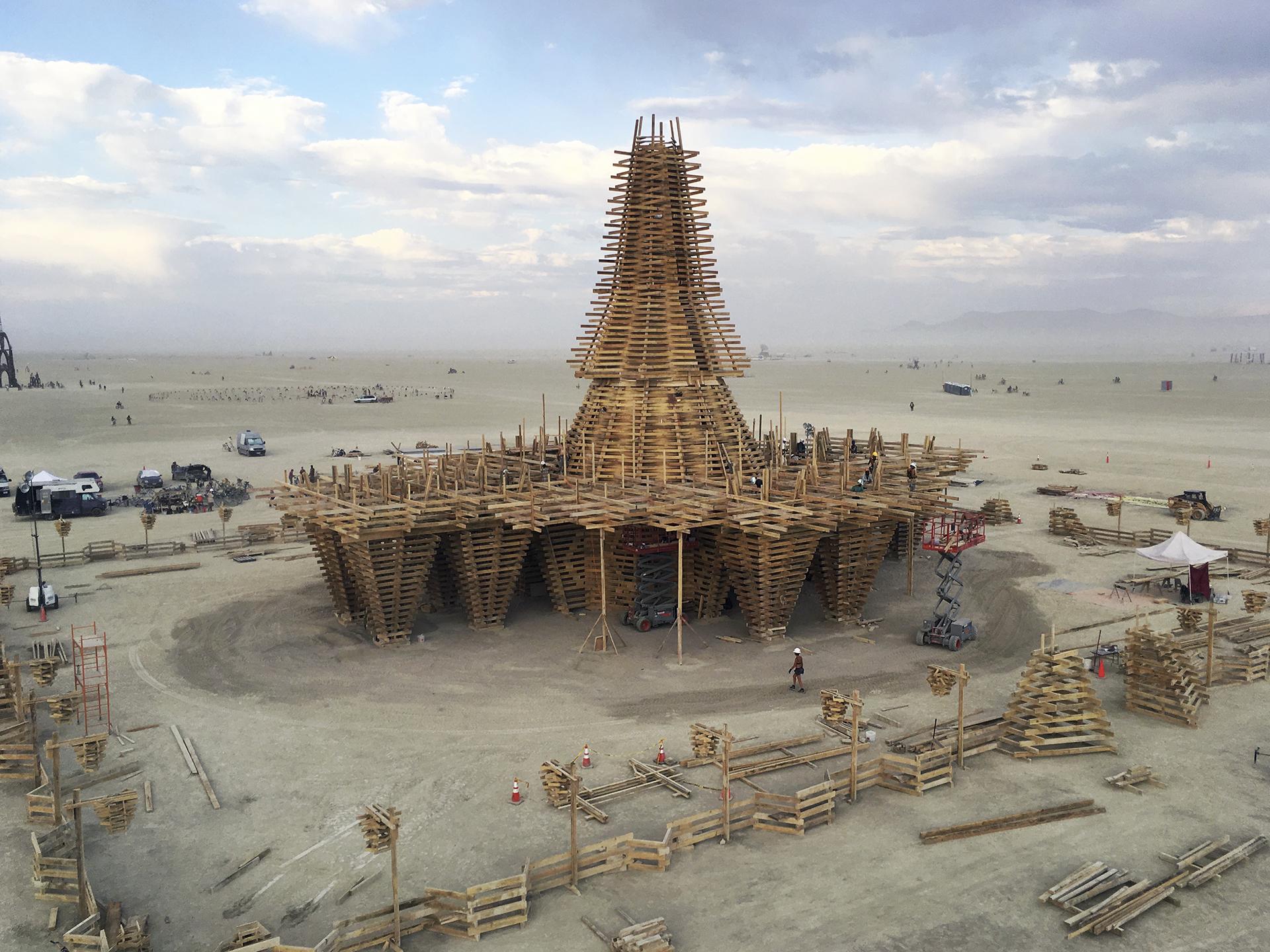 burning_man_temple_construction_marisha_farnsworth.jpg