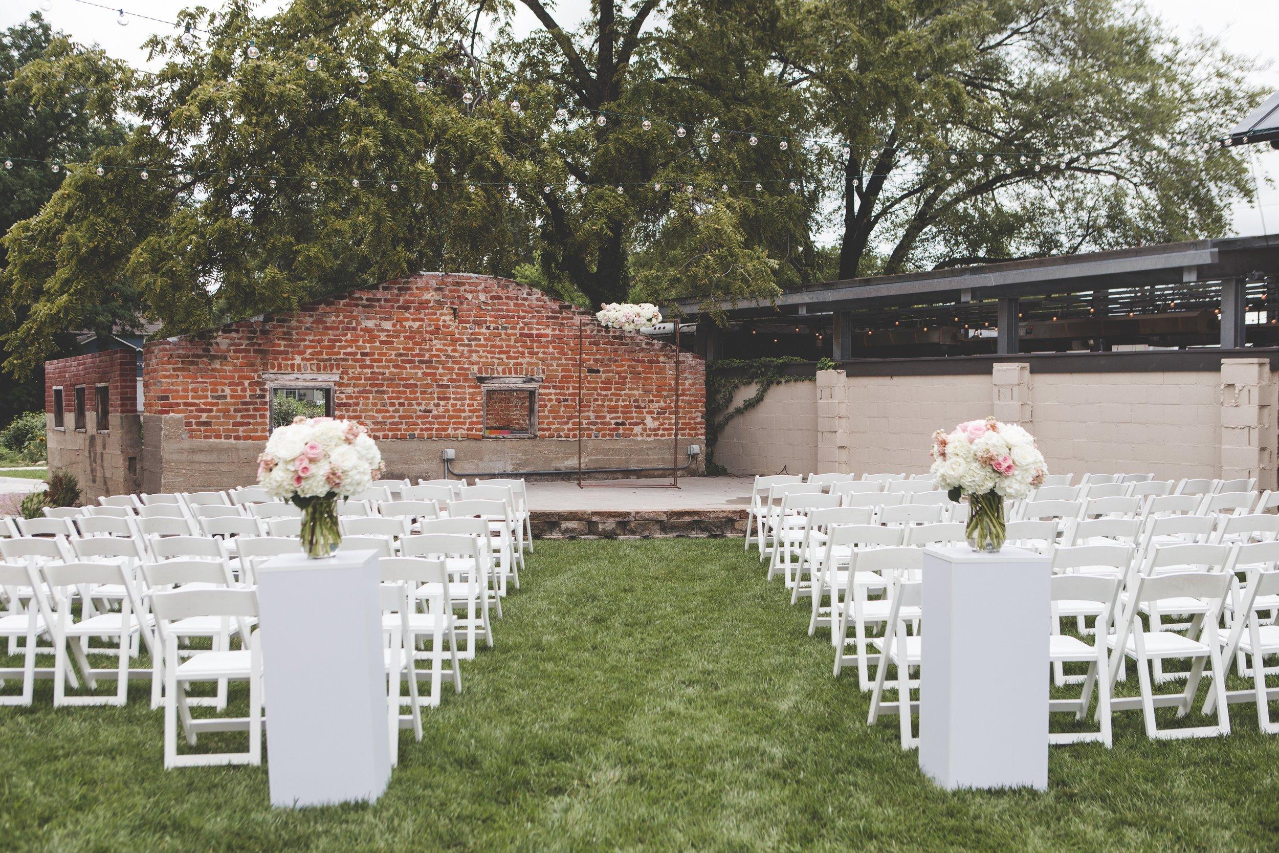 cider-gallery-lawrence-ks-wedding-photographer-jason-domingues-photography-lindsey-paul-0154.jpg