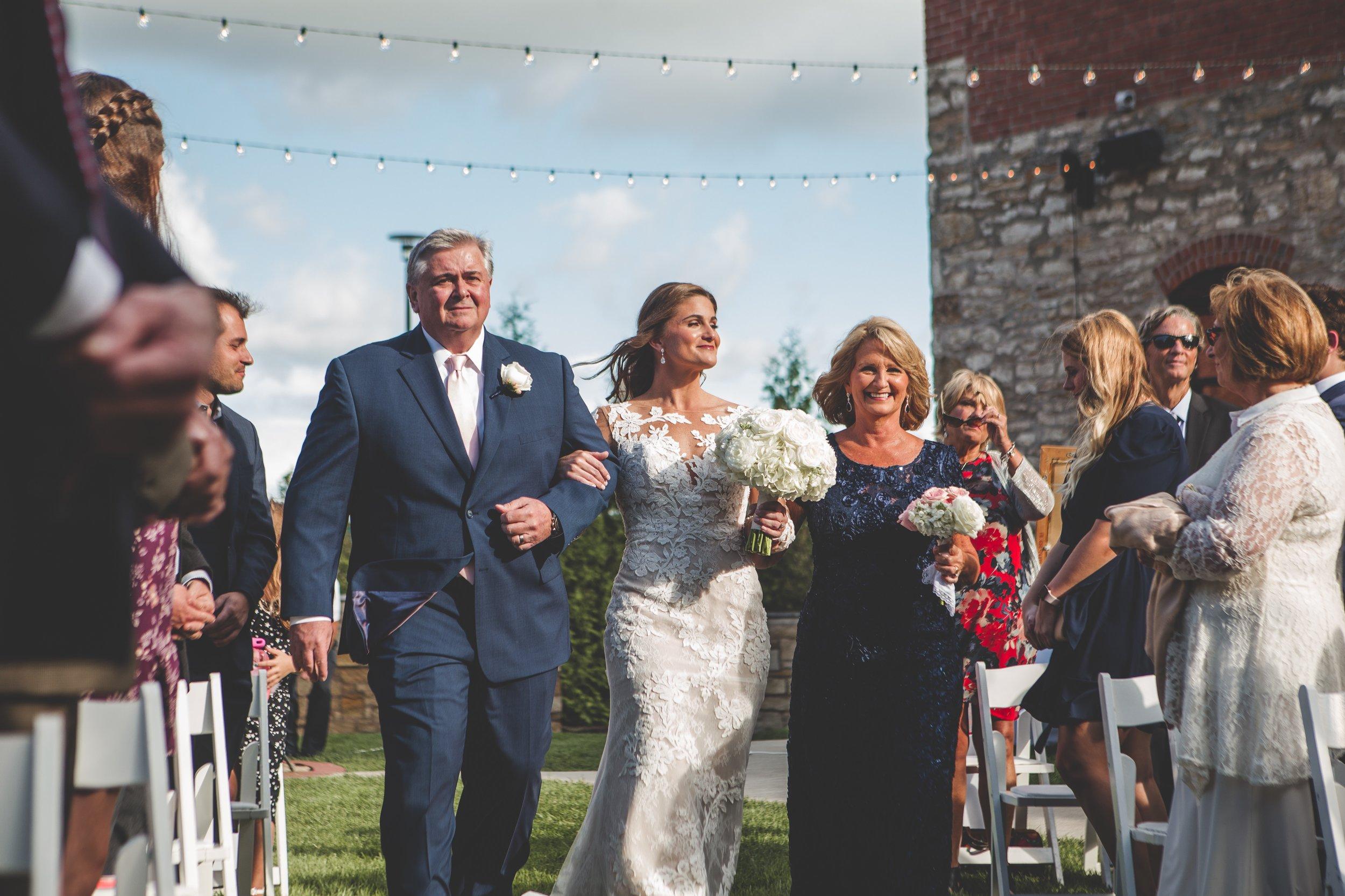 cider-gallery-lawrence-ks-wedding-photographer-jason-domingues-photography-lindsey-paul-0367.jpg
