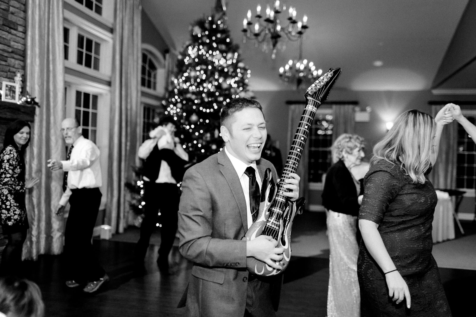 snowy-sand-springs-country-club-drums-pa-christmas-wedding-35110.jpg