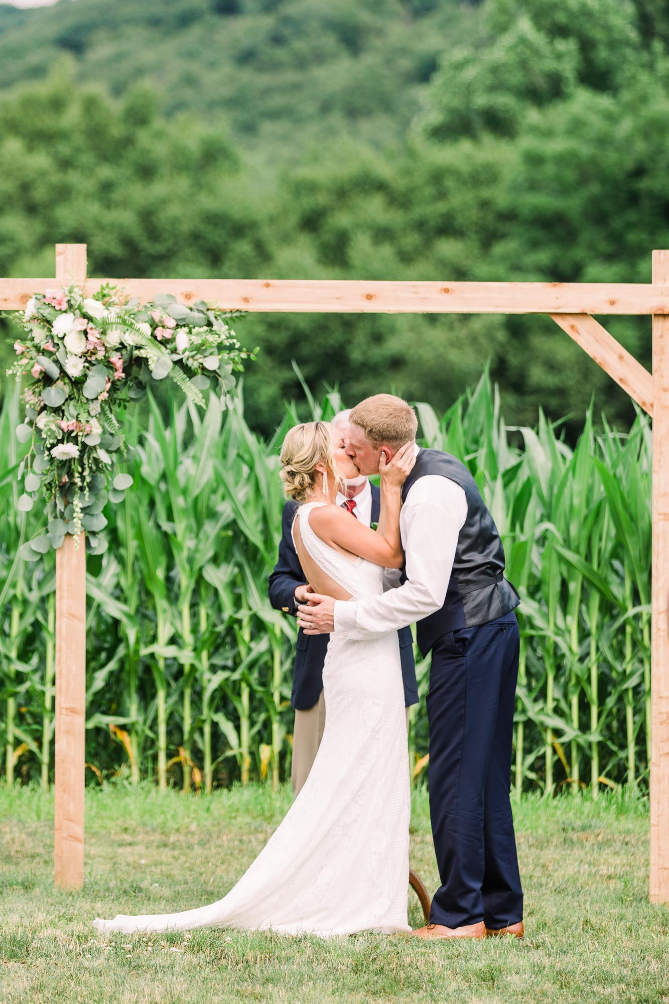 Muncy-backyard-farm-wedding-5025.jpg