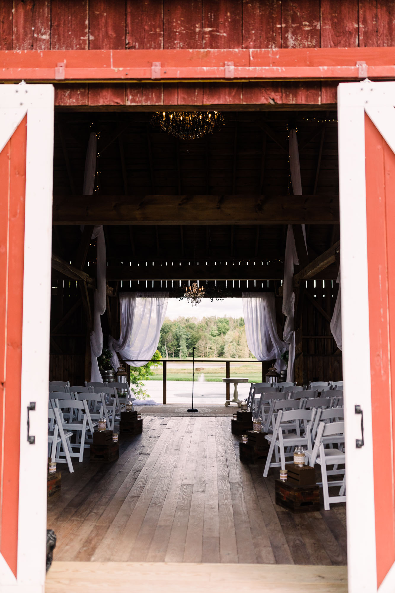 barn-at-glistening-pond-august-wedding-3085.jpg