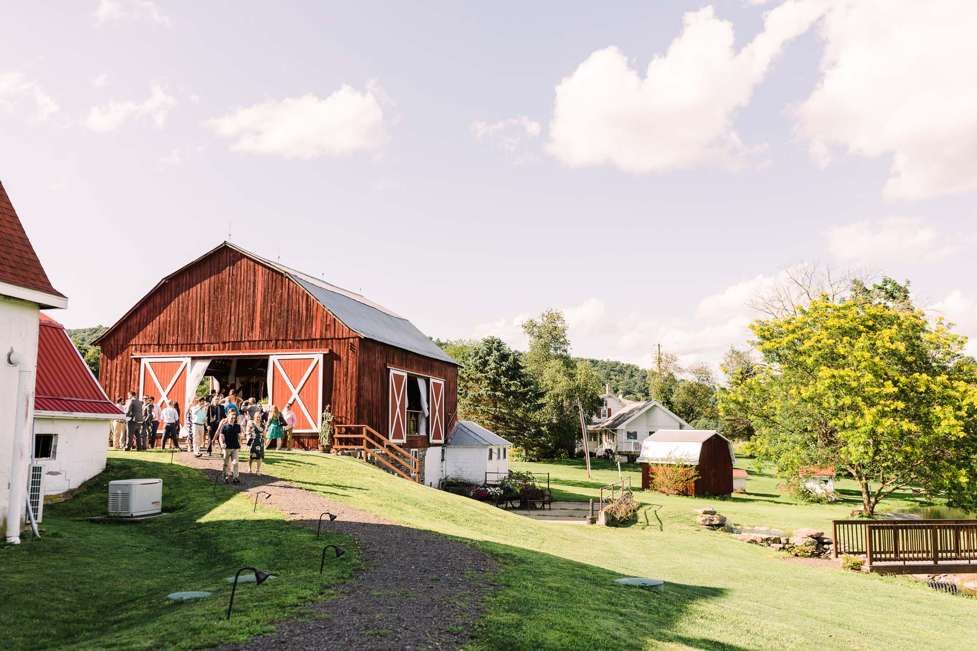 barn-at-glistening-pond-august-wedding-3404.jpg