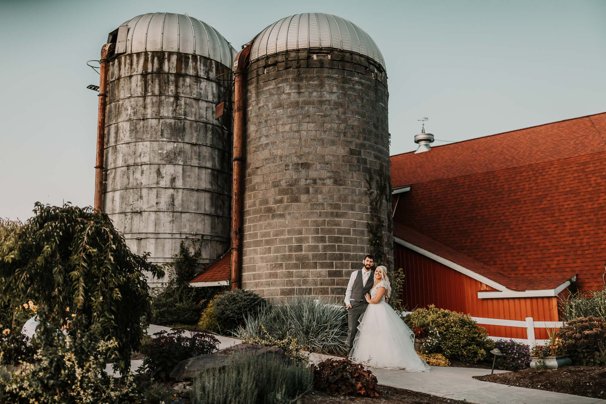 barn-at-glistening-pond-august-wedding-4044.jpg
