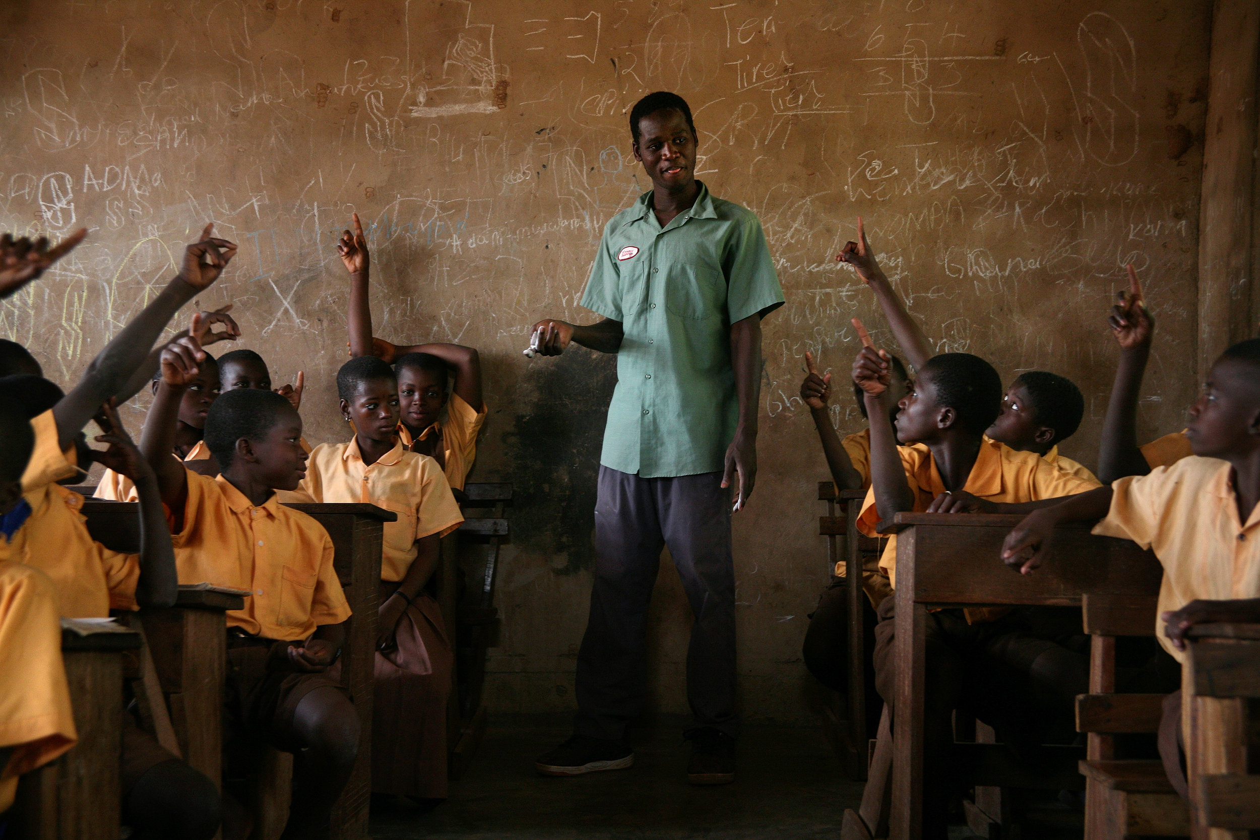Sualey, a Ghanaian National Health Service Volunteer, quizzes children on Guinea worm prevention in the Wantugu Roman Catholic Primary School in Wantugu, Ghana on March 14, 2007.