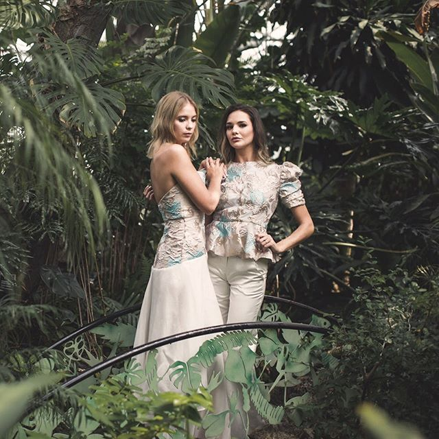 It's no secret that we love dual-model shoots and this complementary dress and alternative from the 2019 @elliedaycollection really has us swooning! 💙 The collection is inspired by Oscar de la Renta's luxurious boutique hotel in the Dominican Republic, and the tropical setting they were photographed in is so striking.  #bridalfashion #fashionasbusiness #bridalindustry #bridalseparates #alternativebride #twobrides #bridalsuit #bridaldress #weddingdress #indiebridal #independentdesigner #notadress #indiebride #indiebridal #ethicalfashion