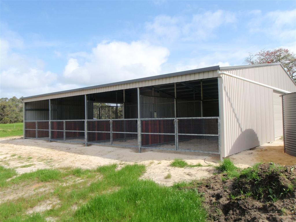 Hoare_open_front_stable_and_tank_18 x 16 x 3.0.jpg