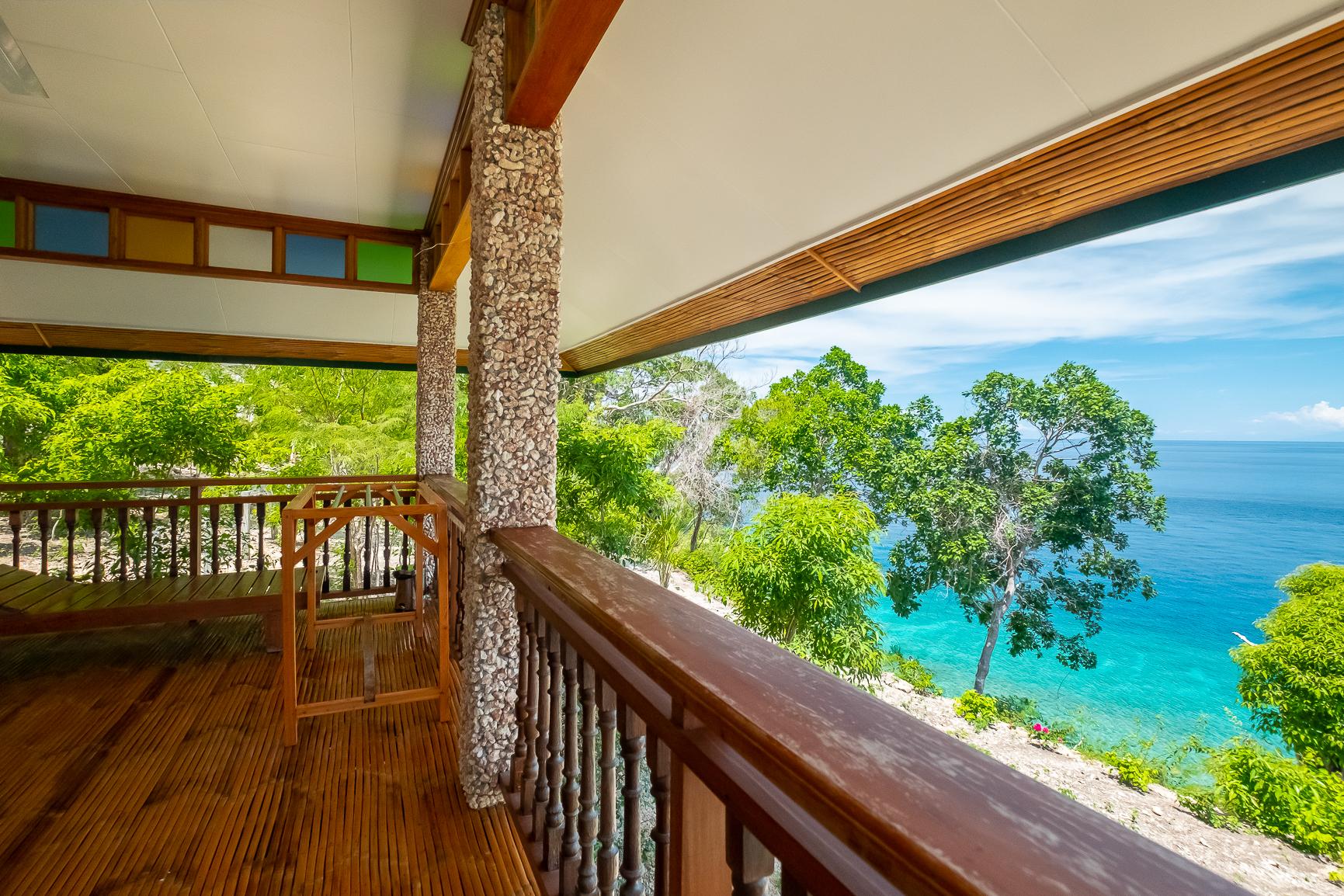 Premium Cliffside Lodge (veranda)