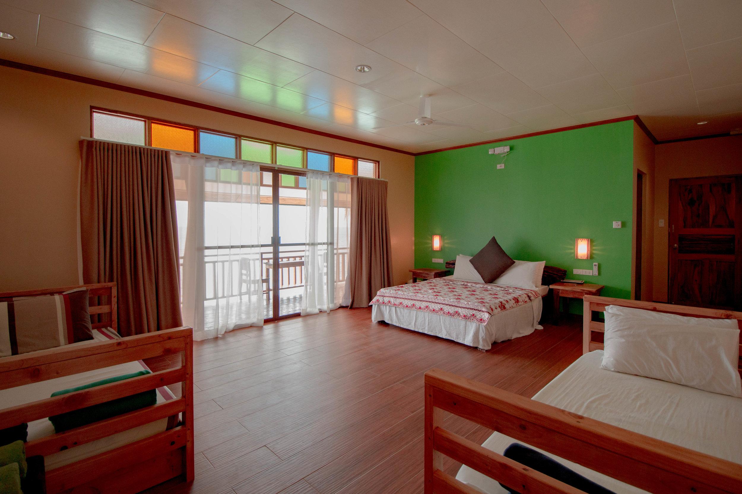 Premium Seaside Lodge (room layout)