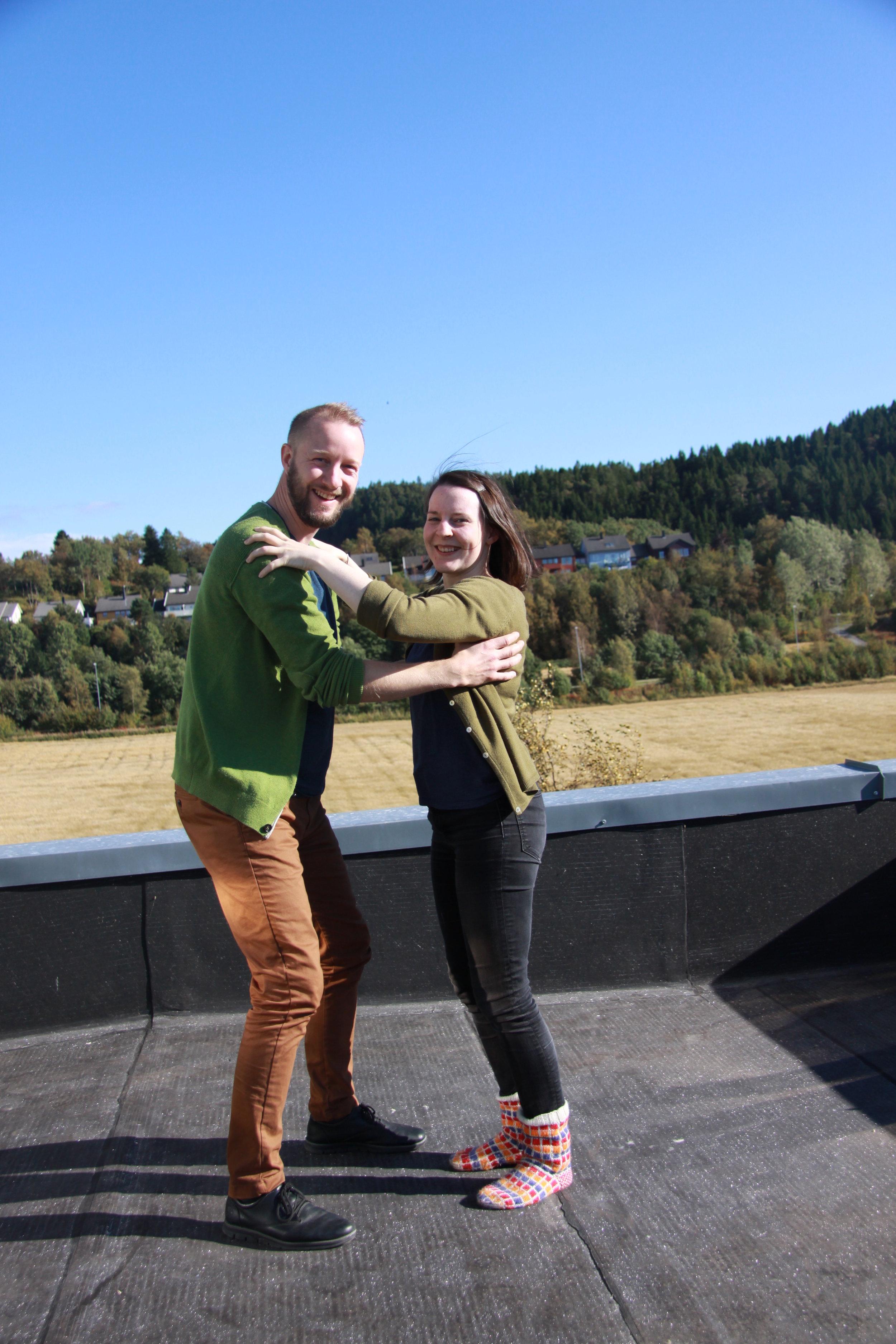 Folkedanskonsulentene Sigurd Heide og Torill Steinjord gleder seg til å møte ungdommene på skoleturné denne høsten (foto:Tone Erlien)