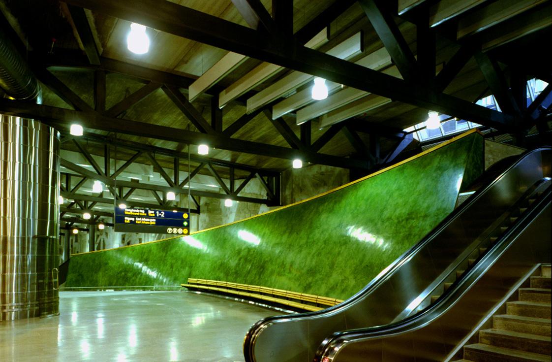 Nationaltheateret stasjon Oslo. 1998. Green wall / Marmorino.