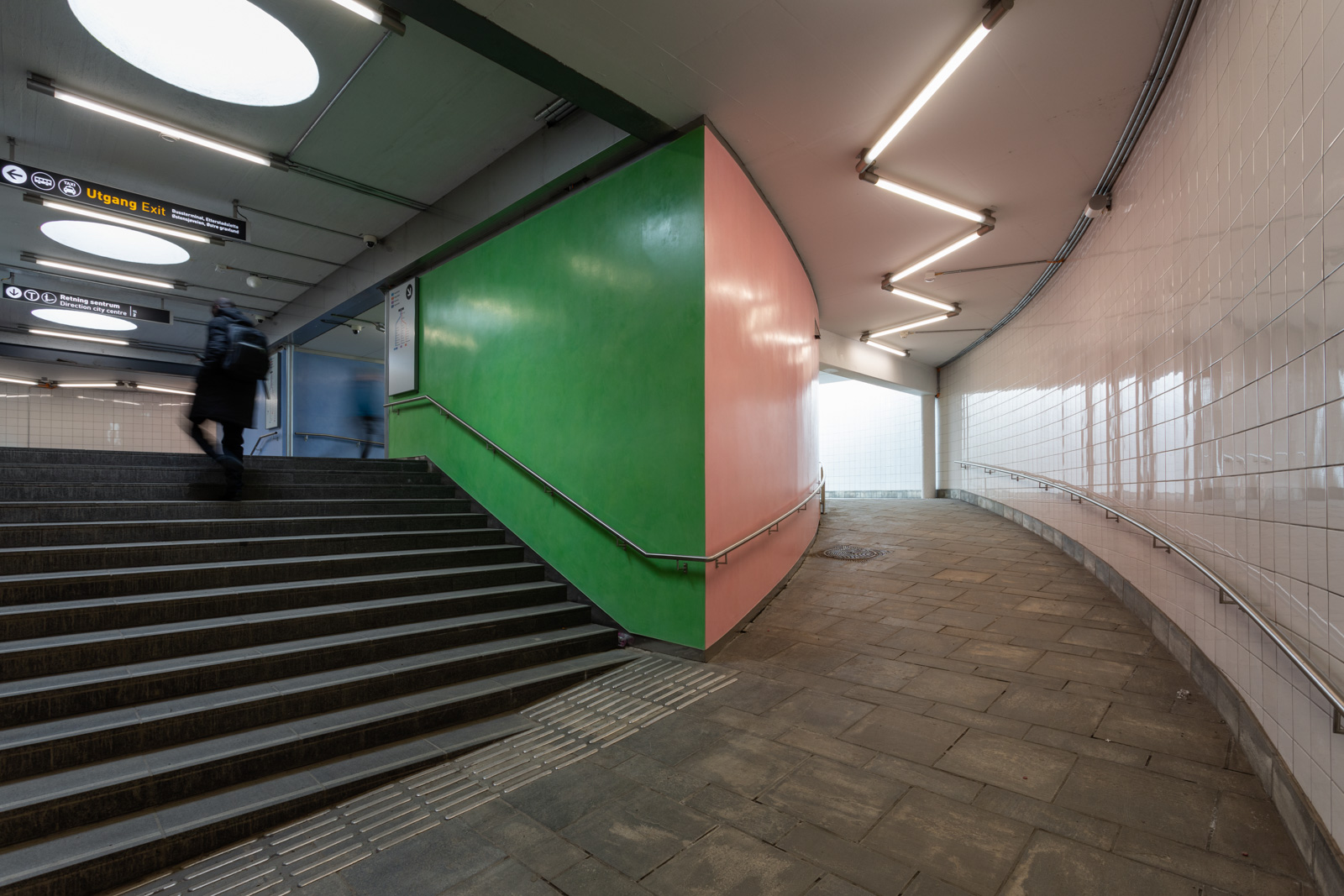 Å samle på farger..  Stucco Lustro, installed at Helsfyr Subway Station in Oslo, 2019. Commissioned by Oslo Kommune and Sporveien