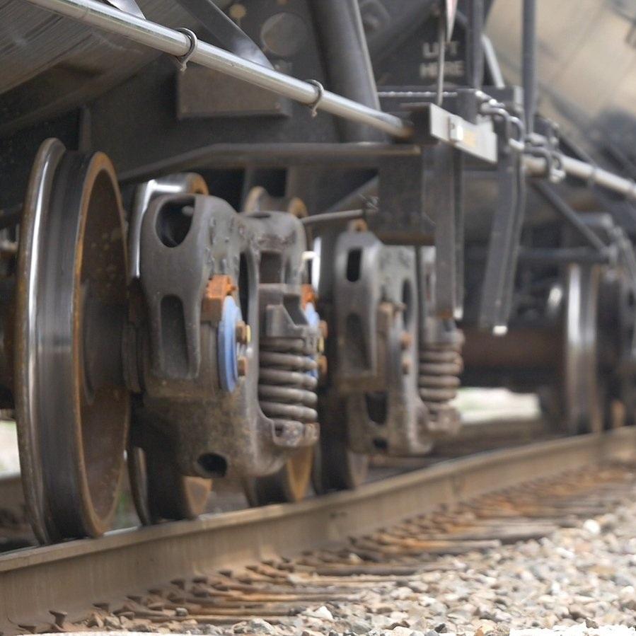 train-wheels-1624979.jpg