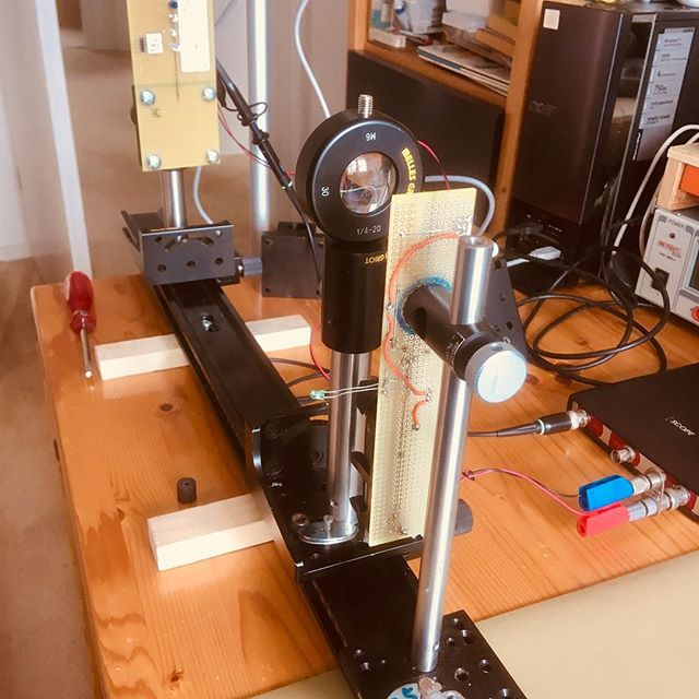 Optische testopstelling voor nieuwe sensoren. Wat kan testen toch leuk zijn... 😃. #iot #innovation #prorail