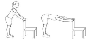 استخدام كرسي المكتب لتمرين الأكتاف، قم بالانحناء والثبات لمدة 10 ثواني