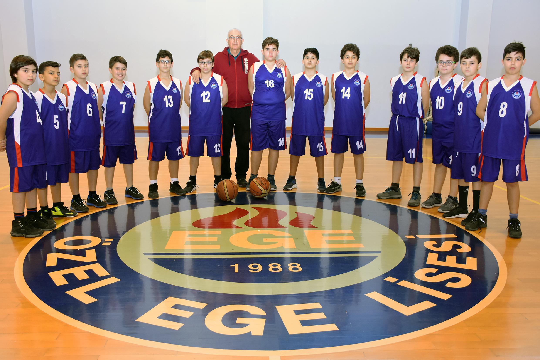 küçük erkekler basketbol.jpg