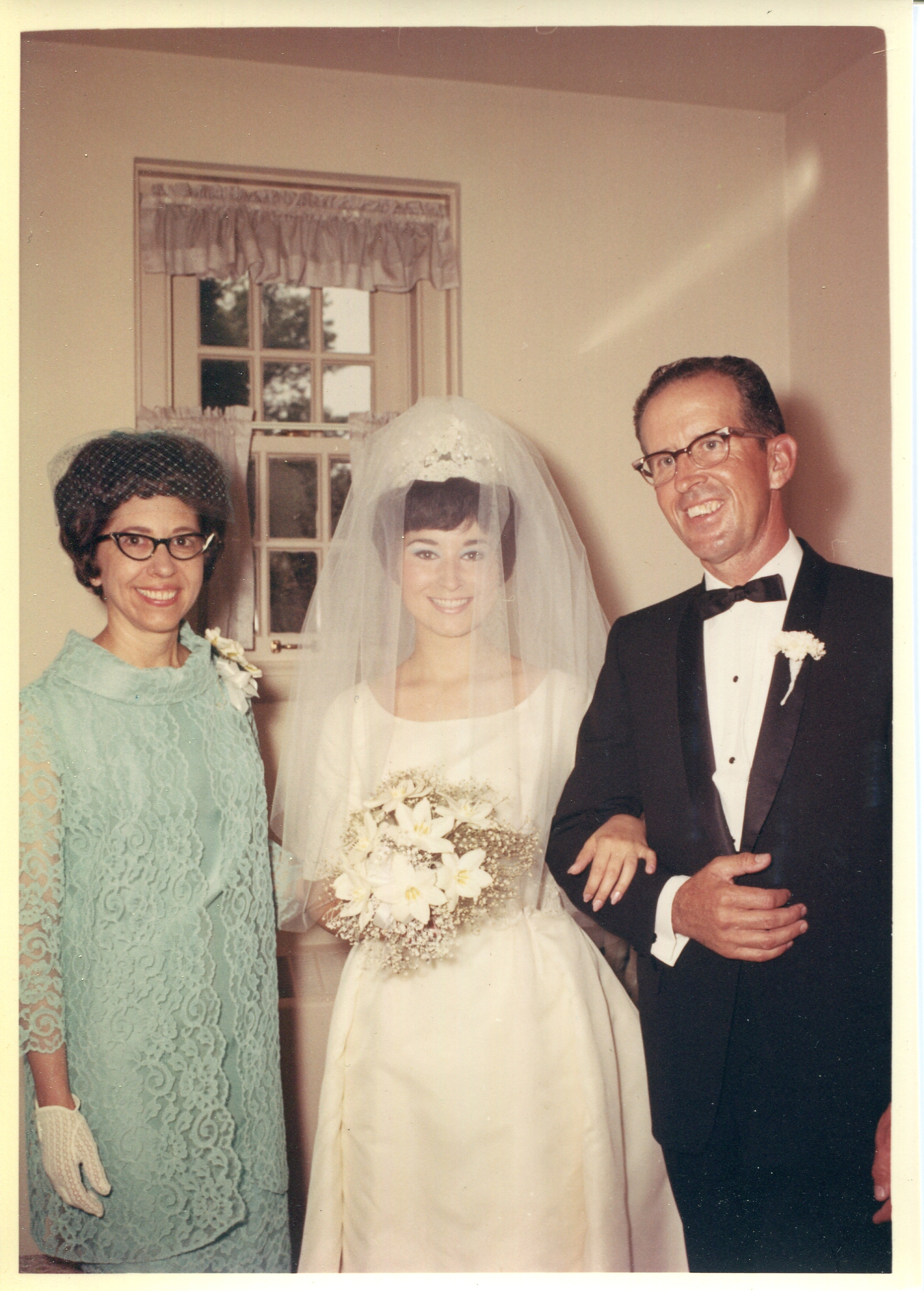 Mom&Fam_Wedding_003.jpg