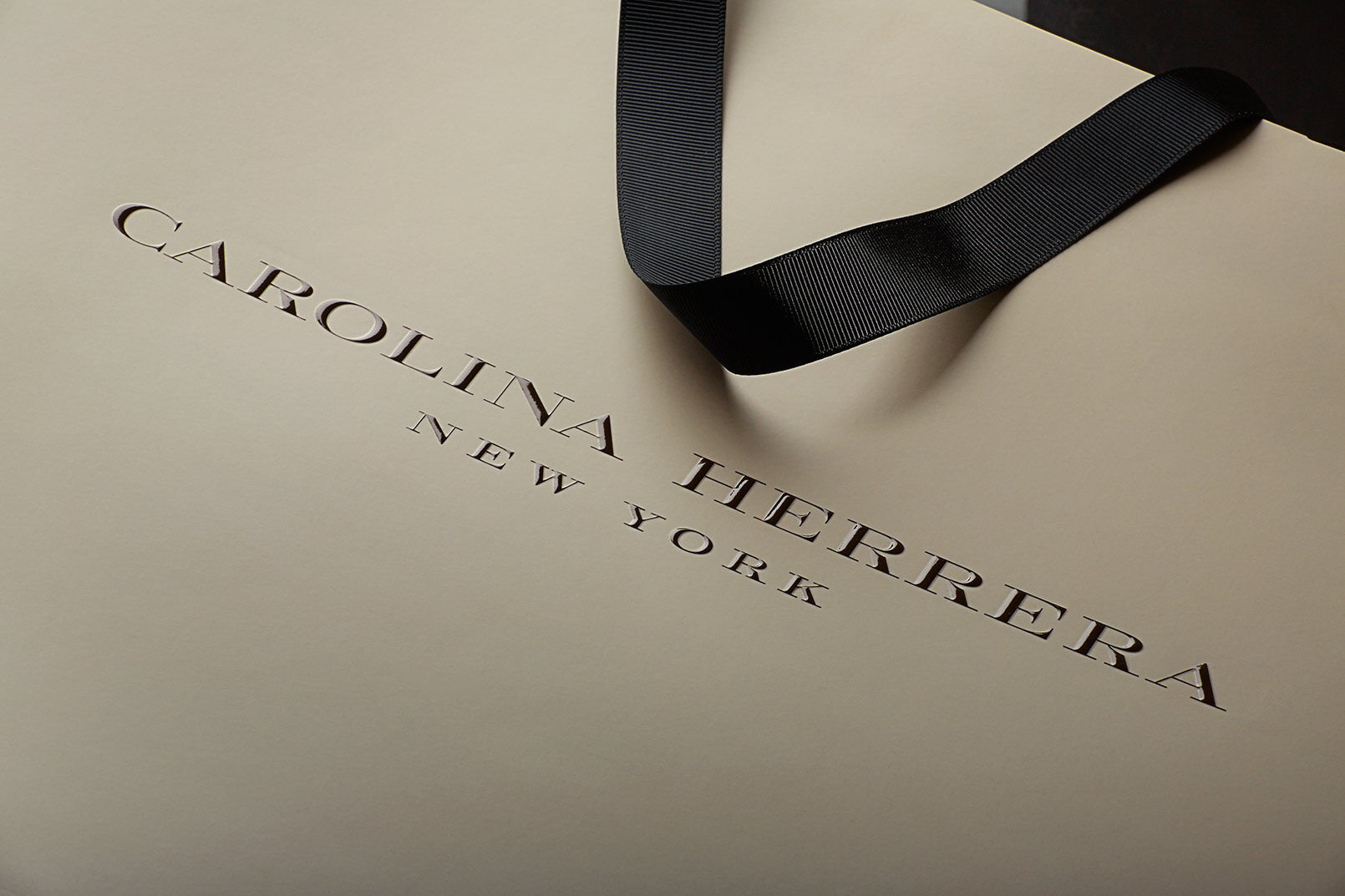 Carolina-Hererra-Shopping-Bag-Design-Packaging Company-2.JPG