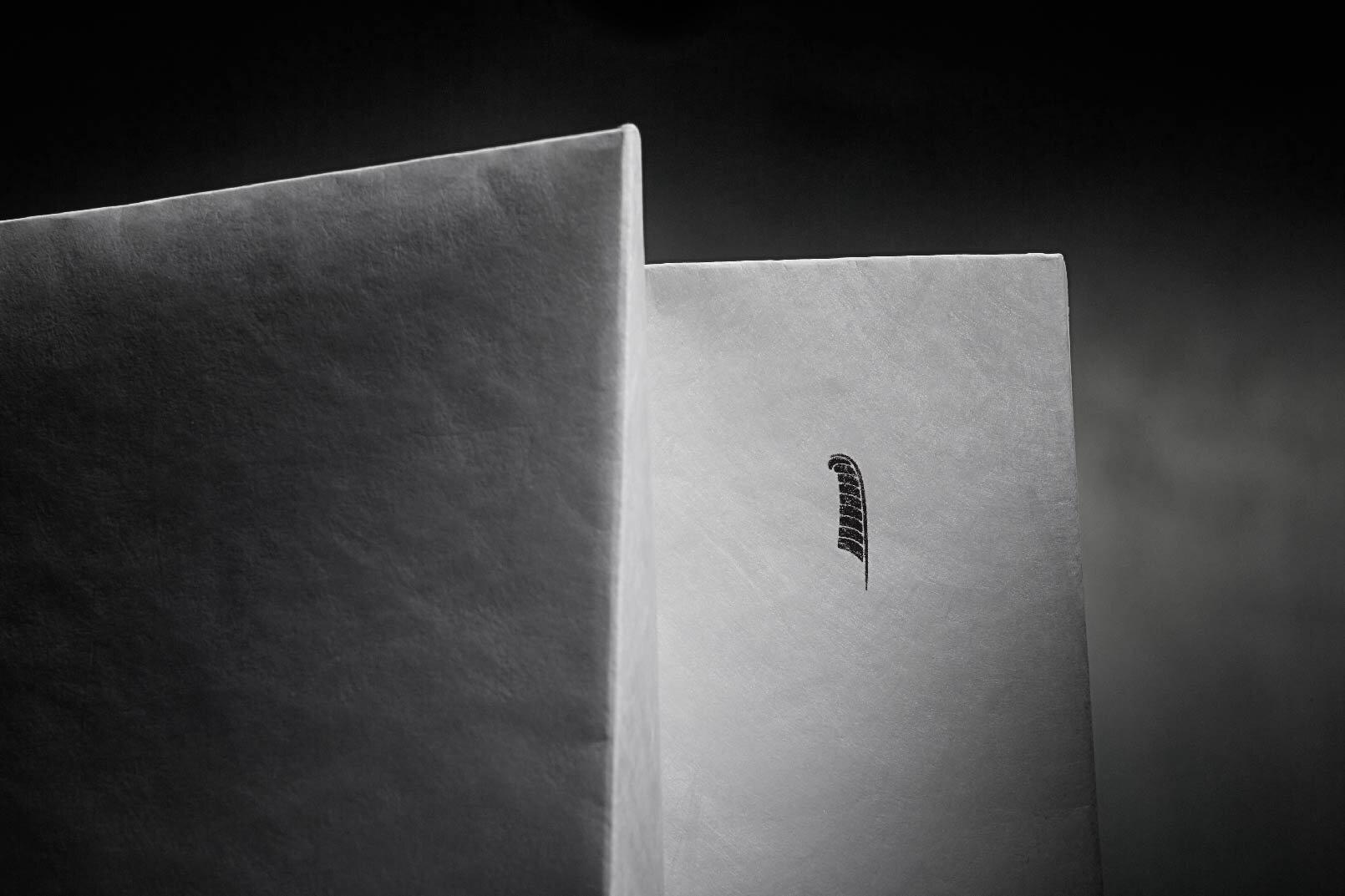 luxury_black_white_retail_packaging_2.jpg.